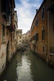 Kleiner Kanal in Venedig Lizenzfreies Stockfoto