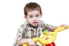 Kleiner Kerl auf einem Fahrrad Lizenzfreies Stockfoto