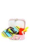 Kleiner Koffer mit Sandspielwaren und -hefterzufuhren Lizenzfreie Stockfotografie
