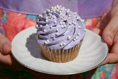 Kleiner Kuchen auf Platte Lizenzfreies Stockbild