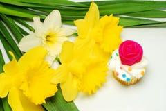 Kleiner Kuchen für Mamma am Muttertag Stockbilder