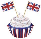 Kleiner Kuchen Königreich-England mit Markierungsfahnen Stockfoto