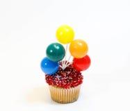 Kleiner Kuchen mit Ballonen Stockbild