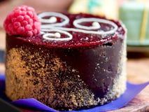 Kleiner Kuchen mit Himbeere stockfotos