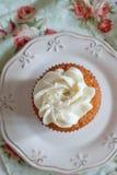 Kleiner Kuchen mit Vanillecreme Stockbilder