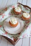 Kleiner Kuchen mit Vanillecreme Lizenzfreie Stockfotografie