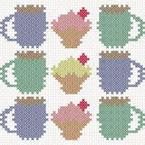 Kleiner Kuchen und Tasse Kaffee, Nachahmung des Kreuzstichs Lizenzfreie Stockbilder