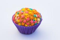 Kleiner Kuchen verziert mit Sternen Stockfoto
