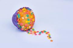 Kleiner Kuchen verziert mit Sternen Lizenzfreie Stockfotos
