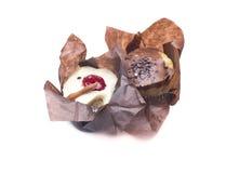 Kleiner Kuchen zwei zur Schokolade und zur Pistazie Lizenzfreies Stockfoto