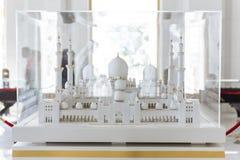 Kleiner Maßstab von Sheikh Zayed Grand Mosque im Glaskasten bei Abu Dhabi, UAE Stockfoto