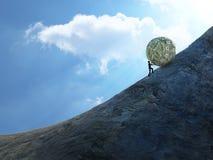 Kleiner Mann, der einen Ball des Geldes herauf Hügel drückt Stockbild