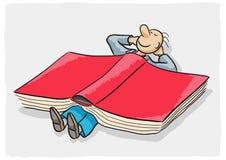 Kleiner Mann und Buch Stockfoto