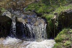 Kleiner Nebenfluss in Sibiel Rumänien Stockfotografie