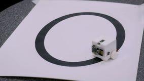 Kleiner netter diy Roboter stock video