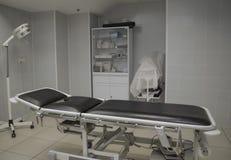 Kleiner Operationsraum ohne Leute Stockfoto