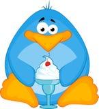 Kleiner Pinguin der Karikatur mit Eiscreme Stockfotografie