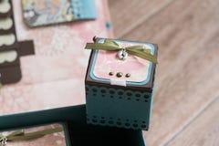 Kleiner quadratischer Kasten für kleines stockbild