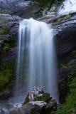 Kleiner rauchiger Wasserfall Lizenzfreie Stockbilder