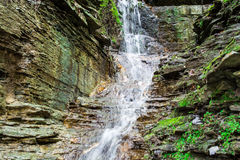 Kleiner Rockface-Wasserfall Lizenzfreies Stockfoto