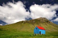 Kleiner Schutz auf einem Hügel Stockbilder