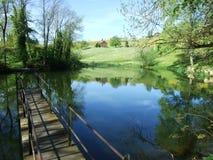 Kleiner See durch den Park in der Stadt von Herisau lizenzfreie stockbilder