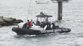 Kleiner Segelboot- und Rennreparaturservice - Regatta Kiel Schilksee - Deutschland Lizenzfreies Stockfoto