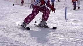 Kleiner Skifahrer stock video
