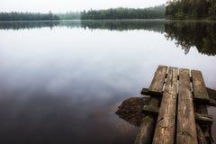 Kleiner Steg im See Stockfotos