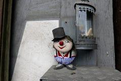 Kleiner Steinmann begrüßt Stockbild