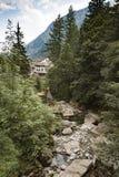 Kleiner Steinstrom im Wald Lizenzfreies Stockbild