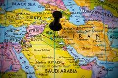 Kleiner Stift, der auf Baghdad zeigt lizenzfreie stockfotos