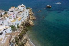 Kleiner Strand in Evissa-Stadt stockfotos