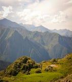Kleiner Teich auf einem Bergplateau in Pyrenäen Lizenzfreies Stockfoto