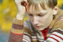 Kleiner trauriger Junge Lizenzfreie Stockfotografie