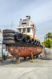 Kleiner Tug Boat Receiving Maintenance Lizenzfreie Stockfotografie