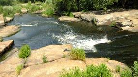 Kleiner, turbulenter Fluss Stockfotografie