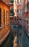 Kleiner venetianischer Kanal Lizenzfreies Stockfoto