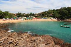Kleiner versteckter Strand Ferradurinha in Búzios, Brasilien stockfotos