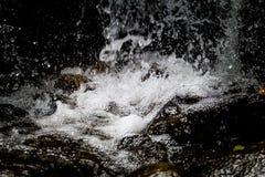 Kleiner Wasser-Fall Lizenzfreies Stockfoto