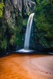 Kleiner Wasserfall in Adrspach Stockfotografie
