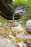 Wasserfall in den julianischen Alpen in Slowenien Lizenzfreies Stockbild