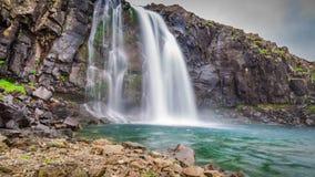 Kleiner Wasserfall, Island Lizenzfreie Stockfotografie