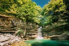 Kleiner Wasserfall in Okatse-Fluss Naturdenkmal in Khoni-Bezirk Stockbilder