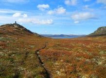 Kleiner Weg auf einem Bergplateau stockfotografie