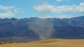 Kleiner Wirbelsturm Death Valley stock video
