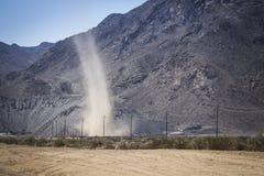 Kleiner Wirbelsturm in der Wüste lizenzfreies stockbild