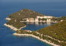 Kleines adriatisches Dorf Zaklopatica auf Lastovo-Insel, Kroatien Stockfotografie