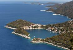 Kleines adriatisches Dorf Zaklopatica auf Lastovo-Insel, Kroatien Stockbilder