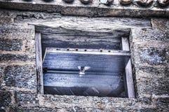 Kleines altes Fenster in einer Backsteinmauer Lizenzfreie Stockbilder